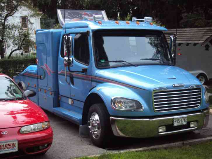 Freightliner M2 Business Class 2004 Sleeper Semi Trucks