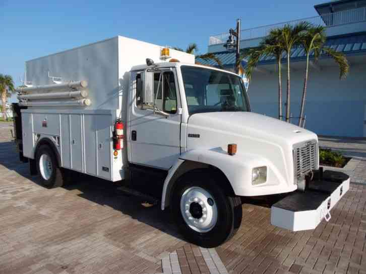 Freightliner FL70 Enclosed service truck (2002)