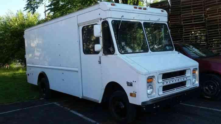 Grumman Chevrolet P30 1988 Van Box Trucks