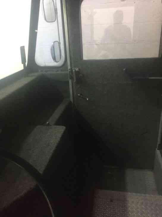 Grumman Kurbmaster 1985 Van Box Trucks