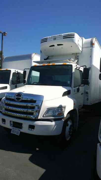 HINO 24ft Refrigerated Truck Side Door 26, 000# GVWR LIFTGATE carb OK with DEF (2011)