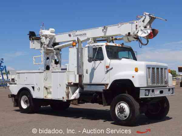 International 2554 2000 Bucket Boom Trucks