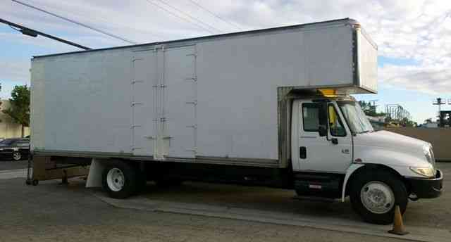 International 26ft Mover Box Truck 109 H+5ft attic Side doors+ read swing doors 26, 000#GVWR under CDL (2007)
