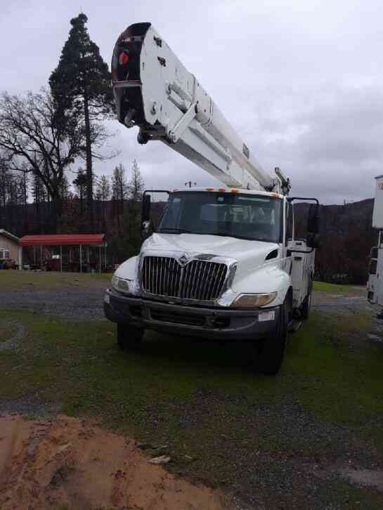 International 4300 BUCKET TRUCK (2006)