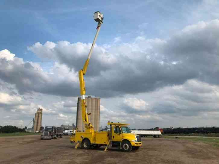 International 4300 BUCKET TRUCK (2008)