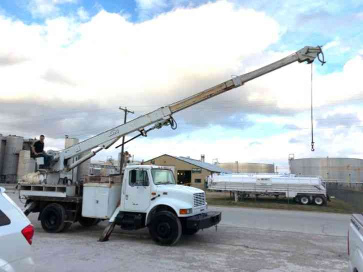 International 4300 DIGGER DERRICK (2001)