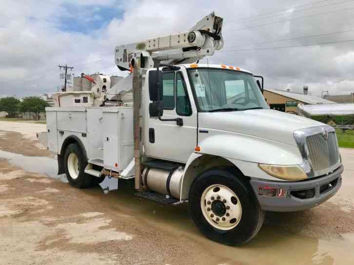 International 4300 DURASTAR BUCKET TRUCK (2010)