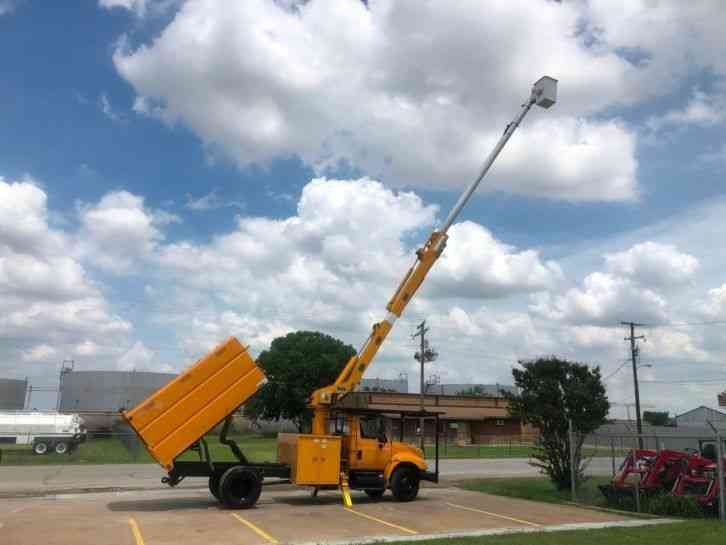 International 4300 FORESTRY BUCKET TRUCK (2005)