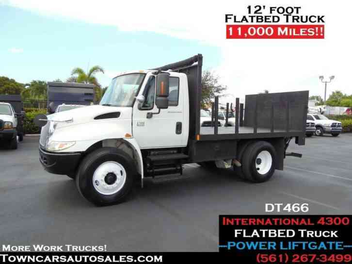 International 4300 DT466 Flatbed Truck W/Liftgate (2007)