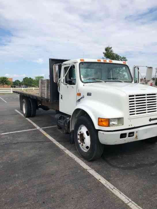 International truck with 24ft flatbed International (1997)