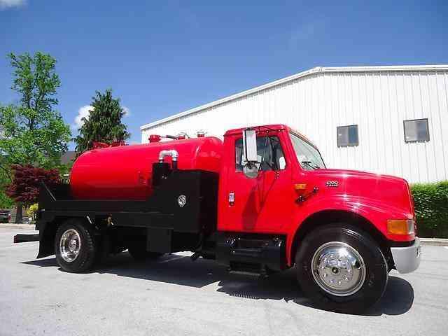 4700 4700 1998 medium trucks for Porta johns for sale