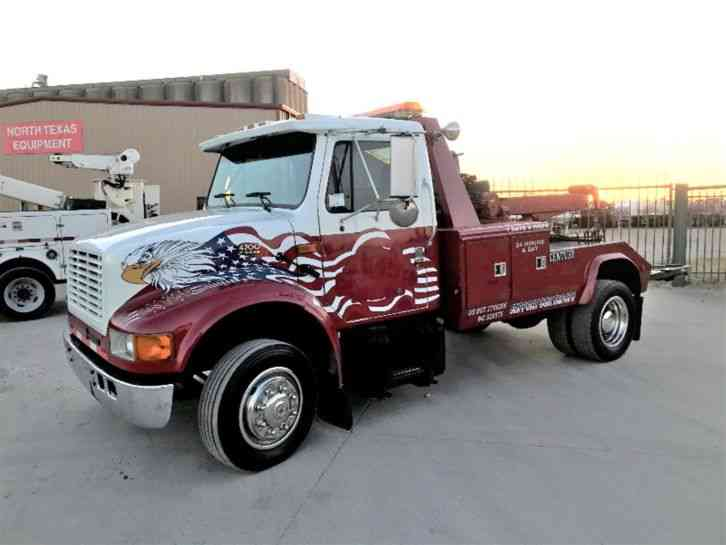 International 4700 WRECKER (2002)