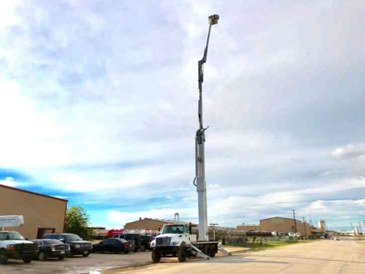 International 7400 DOUBLE ELEVATOR BUCKET TRUCK (2003)
