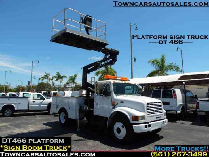 international 4700 Platform Sign Service Boom Truck (1998)