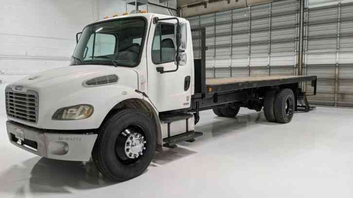 Freightliner M2 CAT Engine 22' Flatbed Lift Gate LOW MILES (2005)