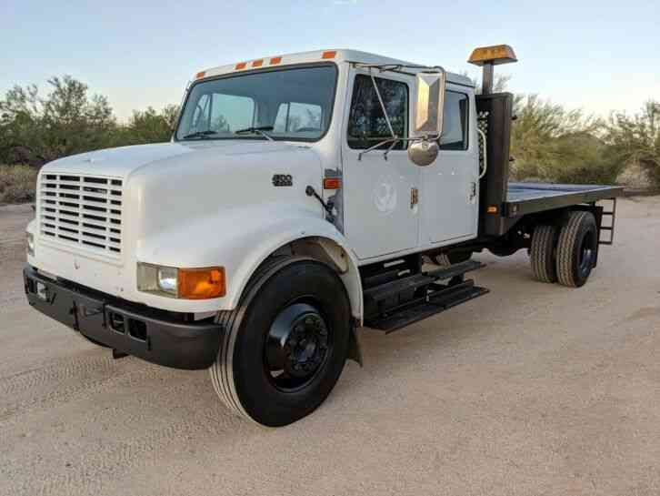 International 14' Flatbed Crew Cab 7. 3 AUTO only 11k miles (2000)