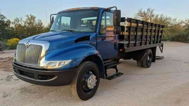 International 4300 16' Flatbed 54k miles Stake bed lift gate (2009)