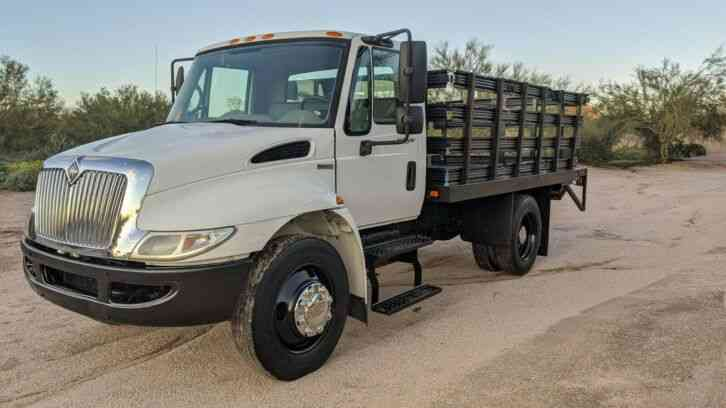 International 4300 13' Flatbed 57k miles Stake bed lift gate (2009)