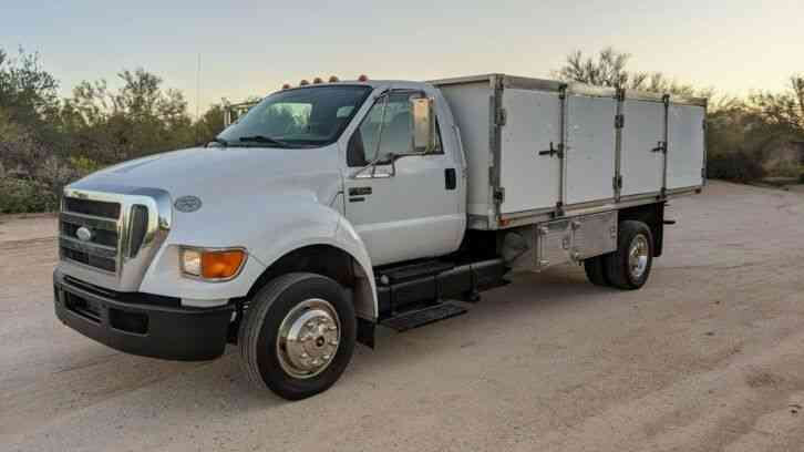 Ford F-650 Cummins 14' Flatbed 83k mile auto spray tank (2009)
