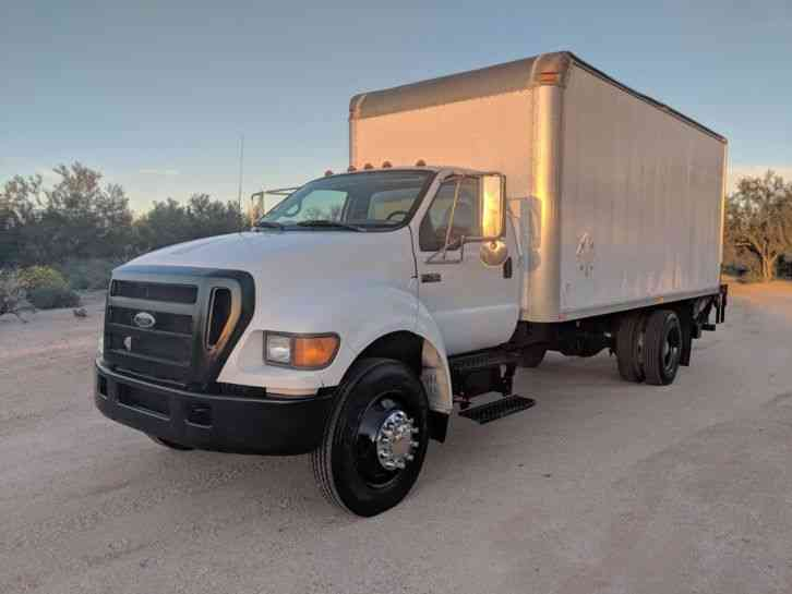 Ford Box Truck 27k miles Diesel Automatic lift gate boxtruck (2005)