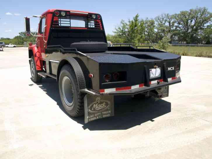 International 1925 (1981) : Daycab Semi Trucks