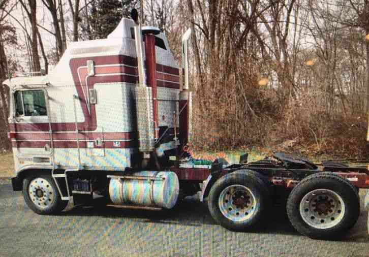 Kenworth (1985) : Sleeper Semi Trucks