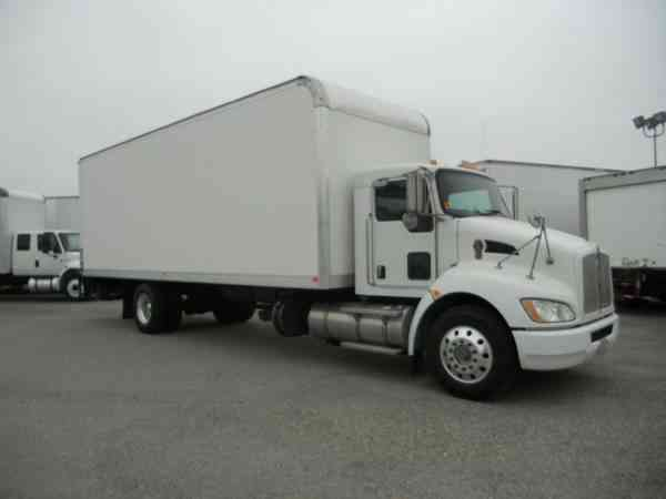 Kenworth 26ft box truck LIFTGATE 26, 000# gvwr AIR BRAKES air ride - under CDL (2013)