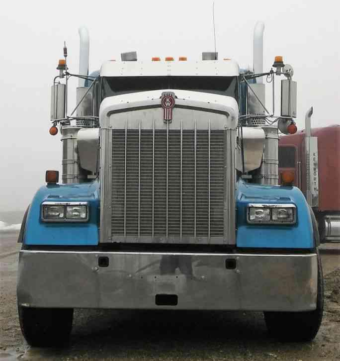 Kenworth W900 2006 Daycab Semi Trucks
