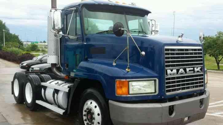 mack ch613  2003    daycab semi trucks