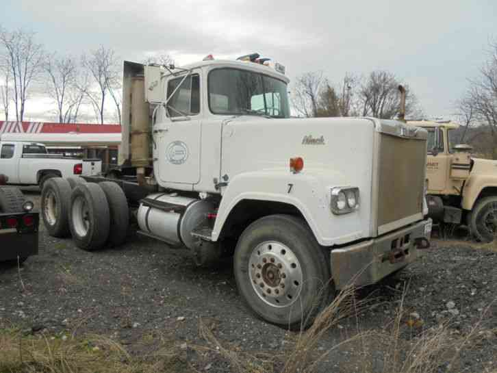 Mack Superliner 1979 Daycab Semi Trucks