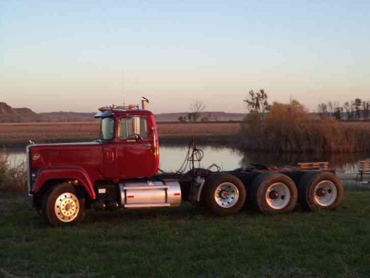 1985 Mack Truck : Mack rws daycab semi trucks