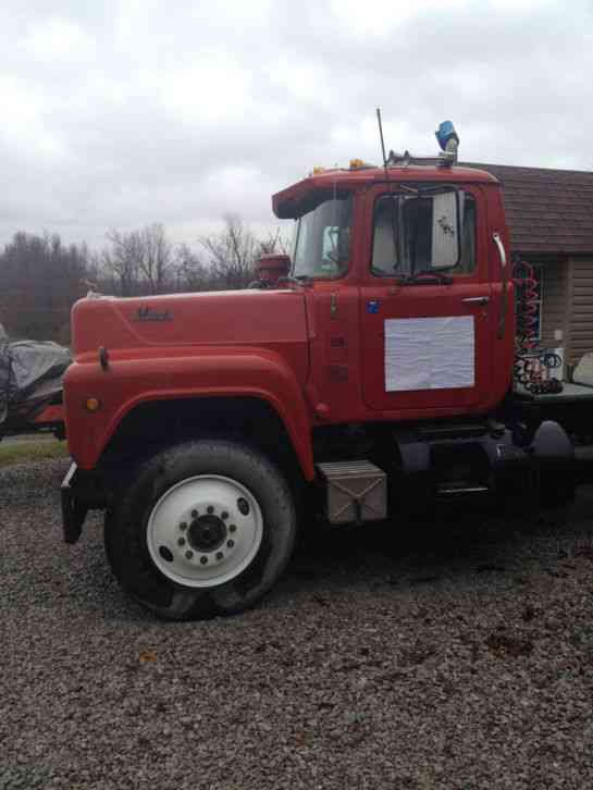 1979 Mack Tractor Truck : Mack r  daycab semi trucks