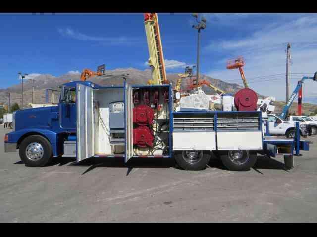 Peterbilt 377 1992 Utility Service Trucks
