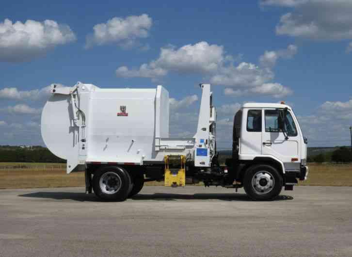 Pulling Trucks For Sale >> Nissan UD Wayne Tomcat 14-YD Automated Side Loader (2008 ...
