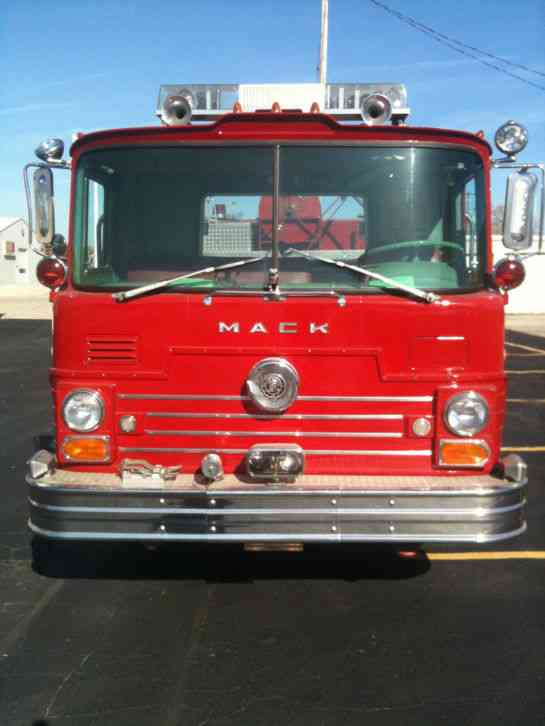 1968 Mack Truck : Mack cf emergency fire trucks