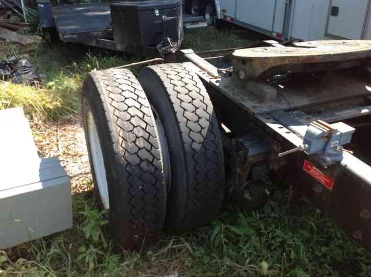 Semi Tractor Accessories : Volvo daycab semi trucks