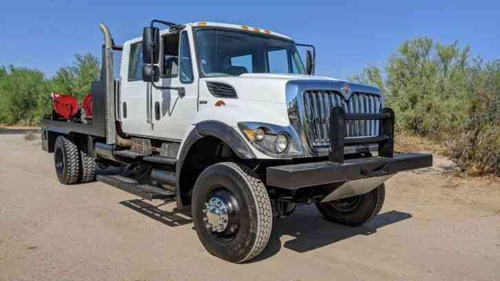 International 7300 4x4 CREW CAB FLATBED ONLY 43K MILES DURAMAX (2010)