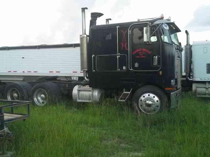 Peterbilt 362 1983 Sleeper Semi Trucks
