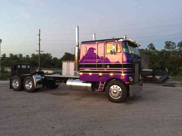 Peterbilt 362 1988 Sleeper Semi Trucks