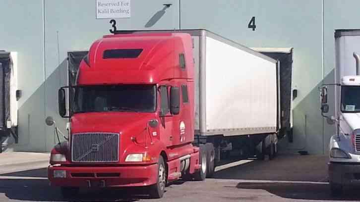 Semi Truck Transmissions : Volvo sleeper semi trucks