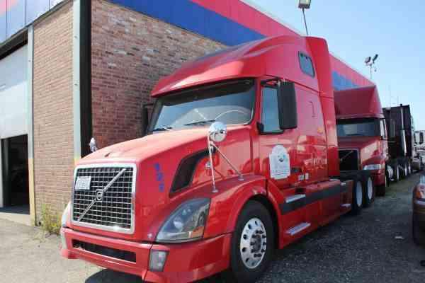 volvo vnl 670 2006 sleeper semi trucks rh jingletruck com VNR Volvo Volvo VNL670 Suspension