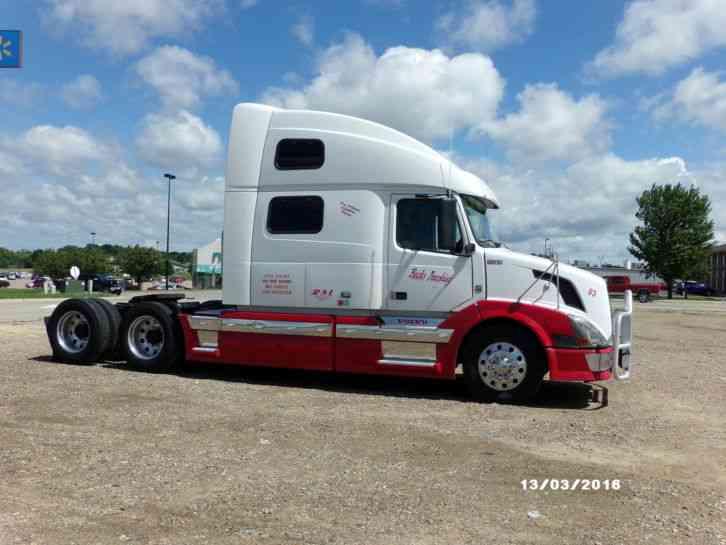 Volvo 780 (2009) : Sleeper Semi Trucks