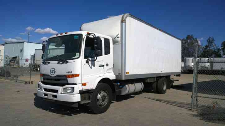 Ud 2600 Box Truck 26ft W Liftgate Air Ride 26 000 Gvwr Under Cdl