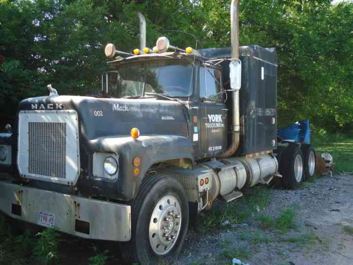 1973 Mack Tractor Truck : Mack rs  sleeper semi trucks