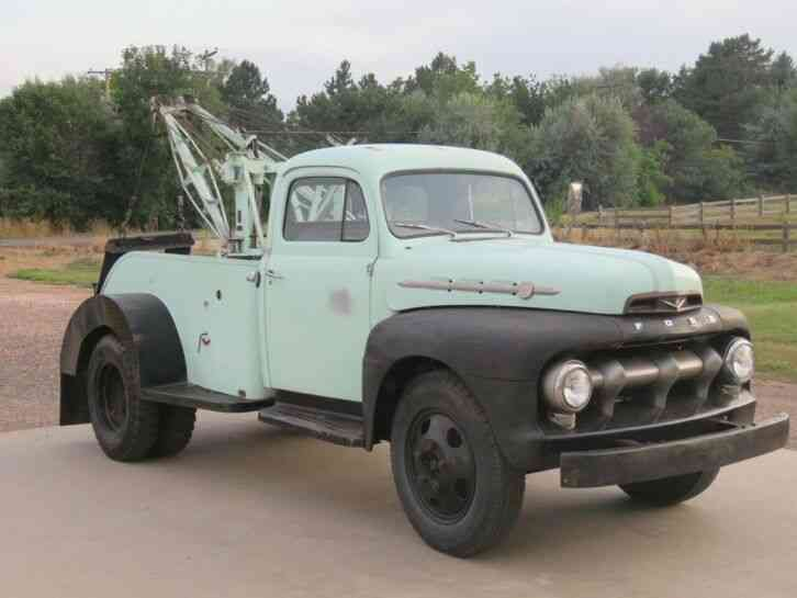 Ford Wrecker (1952)