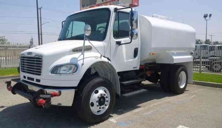Freightliner truck , New 2500 gallon water tank 33 000#GVWR, Auto, Air ride (2009)