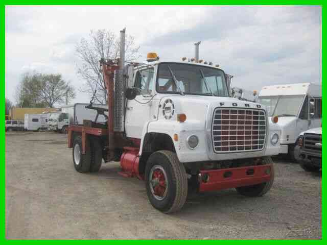 FORD 9000 8V71 DETROIT 13 SPEED ROADRANGER WITH HOLMES STYLE WRECKEER (1975)