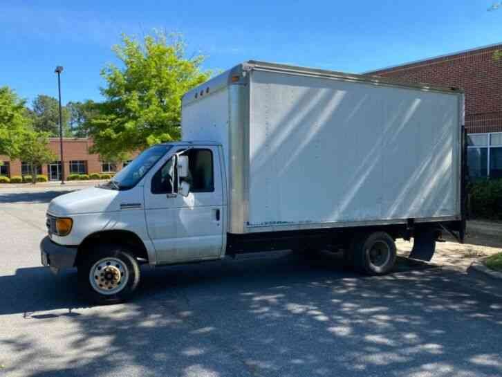 Ford E350 12' Foot Box Truck (2005)