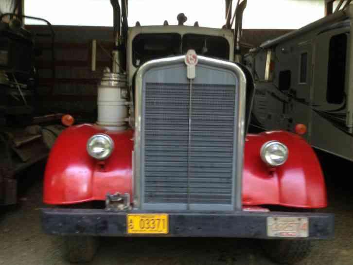 Kenworth Needlenoose (1949) : Daycab Semi Trucks