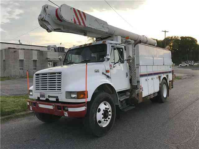 INTERNATIONAL 4900 ALTEC BUCKET TRUCK -- (1998)